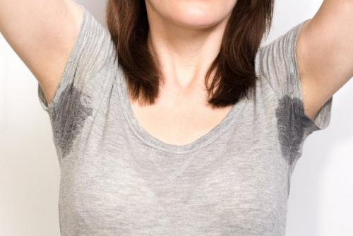 Transpiration excessive des aisselles ou hyperhidrose : des solutions existent !